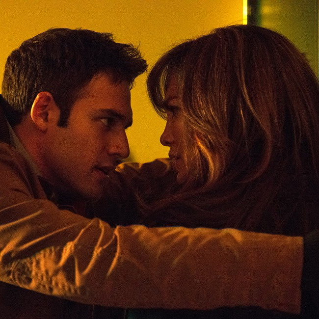 Post Thumbnail of Фильм Поклонник (The Boy Next Door 2015), отзыв-рецензия. J. Lo снова в деле.