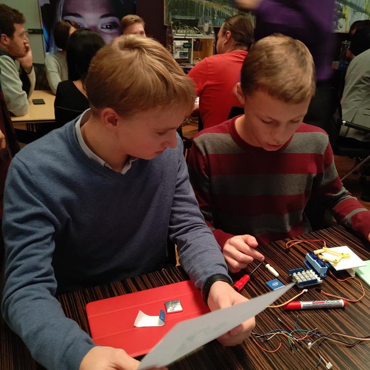 Post Thumbnail of Intel Edison Makers: школьники Москвы показали, как создавать интернет-вещи