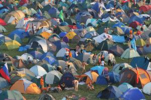 нашествие палатки